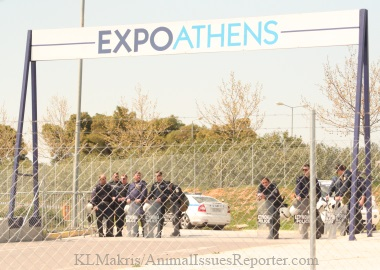 Police in riot gear kept protestors at a distance of several hundred meters from the Athens Fur Fair exhibit center / Photo: Katerina Lorenzatos Makris